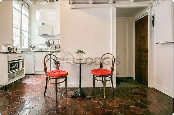 Great kitchen of 3m² with floor tilesfloor