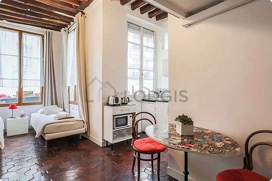 Living room of 5m² with floor tilesfloor