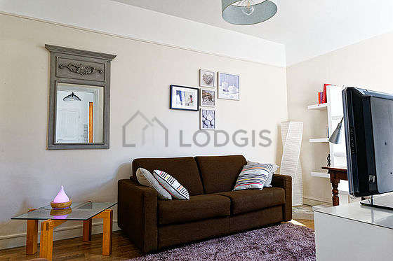 Living room furnished with 1 sofabed(s) of 140cm, tv, fan, 1 armchair(s)