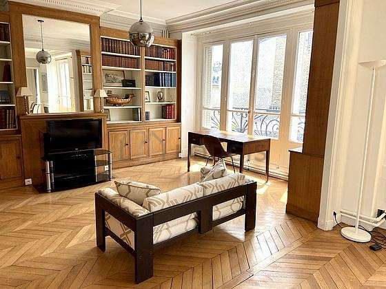 Nice, quiet and very bright library with woodenfloor