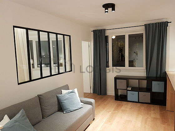 Living room of 15m² with woodenfloor