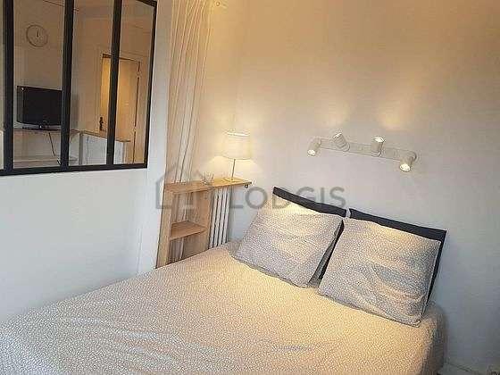Chambre de 10m² avec du parquetau sol