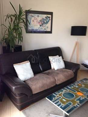 Very quiet living room furnished with 1 bed(s) of 150cm, tv, dvd player, 1 armchair(s)