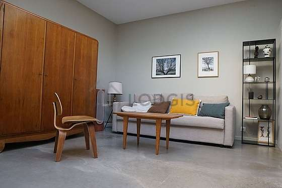 Living room with concretefloor