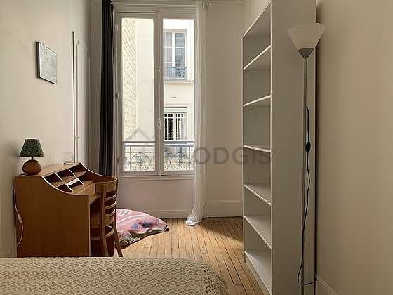 Bright bedroom equipped with desk, cupboard, 1 chair(s)