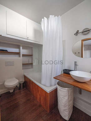 Beautiful and very bright bathroom with double-glazed windows and with woodenfloor