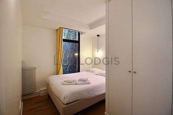 Chambre avec du parquetau sol