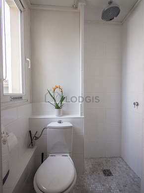 Beautiful and very bright bathroom with tilefloor