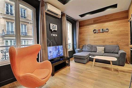 Very quiet living room furnished with 1 sofabed(s) of 160cm, air conditioning, tv, fan