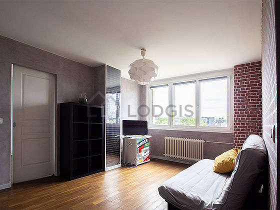 Very quiet living room furnished with 1 sofabed(s) of 140cm, tv