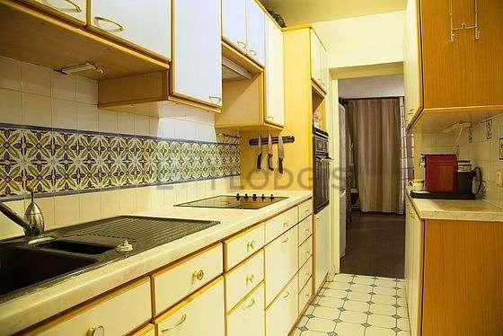 Kitchen of 12m² with tilefloor