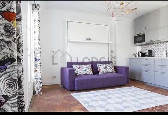 Séjour très calme équipé de 1 canapé(s) lit(s) de 180cm, télé, 1 fauteuil(s), 1 chaise(s)