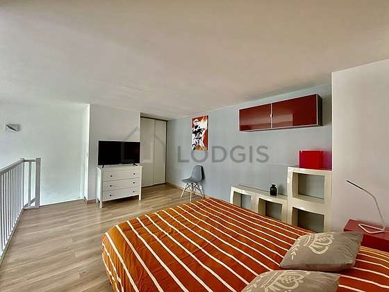 Very quiet bedroom for 4 persons equipped with 1 sofabed(s) of 130cm, 1 bed(s) of 160cm
