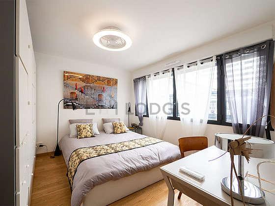 Bedroom of 11m² with woodenfloor