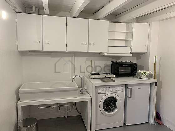 Beautiful kitchen of 7m² with concretefloor