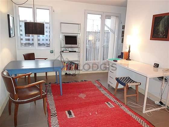 Living room furnished with tv, hi-fi stereo, 1 armchair(s), 1 chair(s)