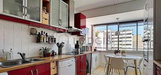 Magnifique cuisine de 15m² avec du carrelageau sol