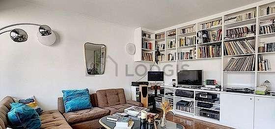 Grand salon de 25m² avec du parquetau sol