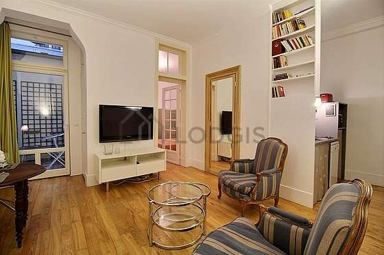 Very quiet living room furnished with tv, 2 armchair(s), 1 chair(s)