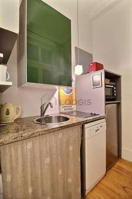 Belle cuisine de 4m² avec du parquetau sol