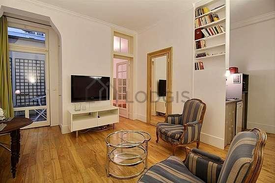 Séjour très calme équipé de télé, 2 fauteuil(s), 1 chaise(s)