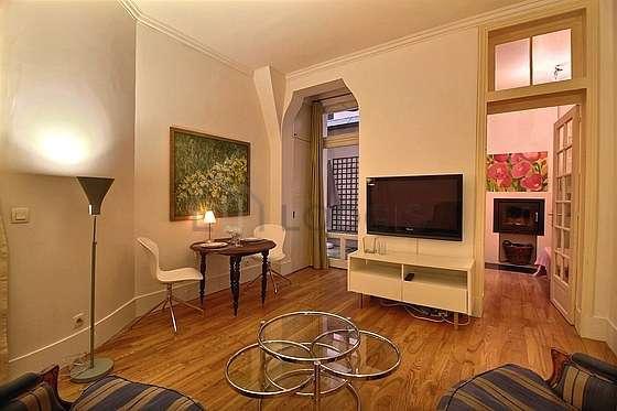 Salon de 16m² avec du parquetau sol