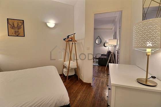 Very quiet bedroom for 3 persons equipped with 1 infant bed(s) of 80cm, 1 bed(s) of 160cm