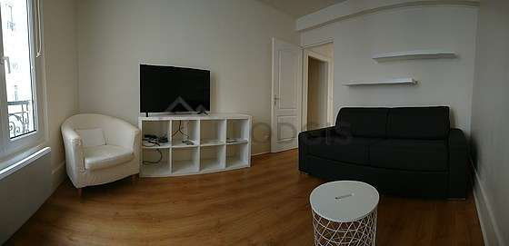 Living room furnished with 1 sofabed(s) of 140cm, tv, closet