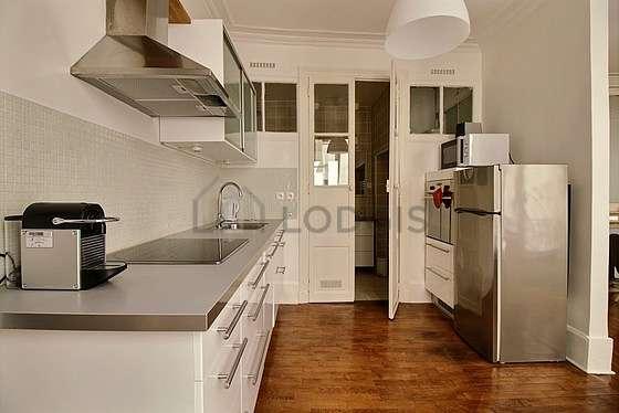 Magnifique cuisine avec du parquetau sol