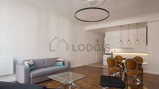 Grand salon de 36m² avec du parquetau sol