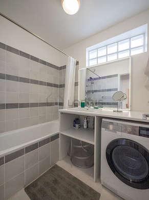 Pleasant and bright bathroom with tilefloor