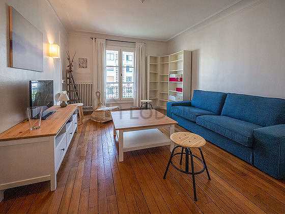 Quiet living room furnished with tv, hi-fi stereo, 1 armchair(s)
