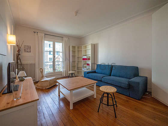Beautiful, quiet and very bright sitting room of an apartmentin Paris