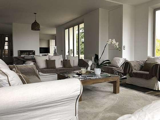 Séjour très calme équipé de télé, chaine hifi, 1 fauteuil(s), 1 chaise(s)