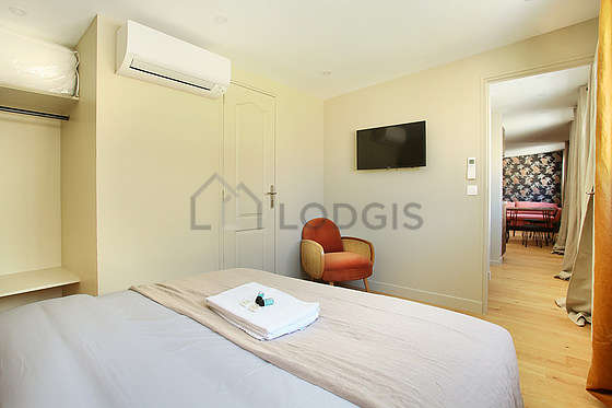 Bedroom for 2 persons equipped with 1 bed(s) of 160cm