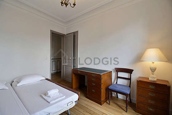 Quiet bedroom for 1 persons equipped with 1 twin beds of 80cm