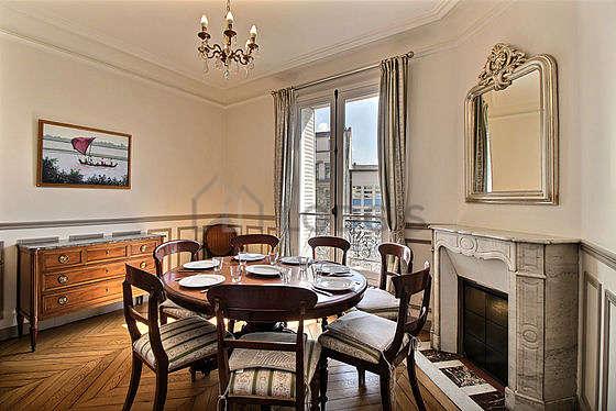 Superbe salle à manger avec du parquetau sol