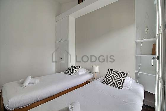 Bedroom for 2 persons equipped with 2 infant bed(s) of 0cm