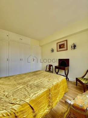 Very bright bedroom equipped with wardrobe, 1 chair(s)
