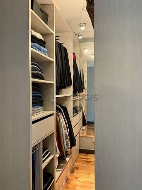 Dressing-room serviced with : wardrobe, shelves