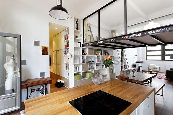 Very bright kitchen facing the courtyard