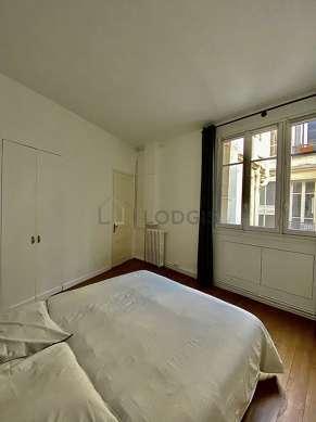 Chambre très lumineuse équipée de penderie, placard