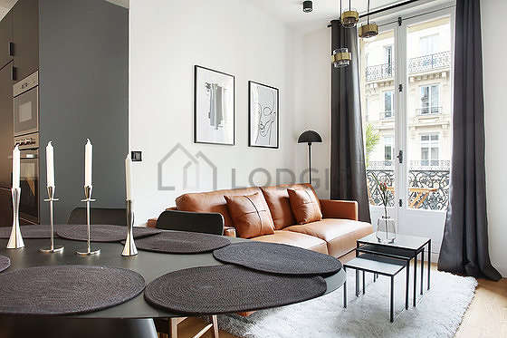 Very quiet living room furnished with 1 sofabed(s) of 140cm, air conditioning, tv