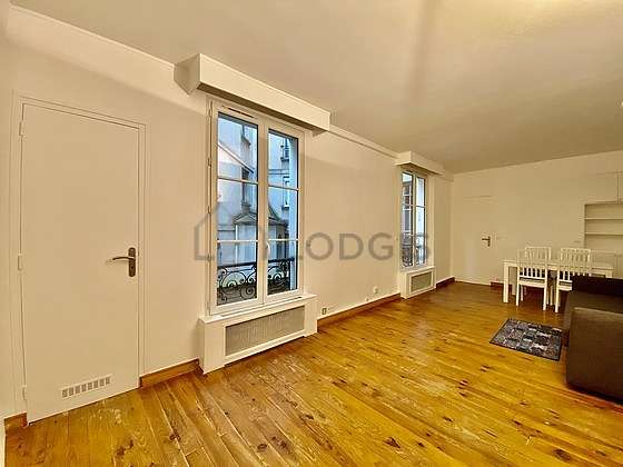 Large living room of 23m² with woodenfloor