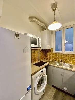 Cuisine équipée de lave linge, réfrigerateur