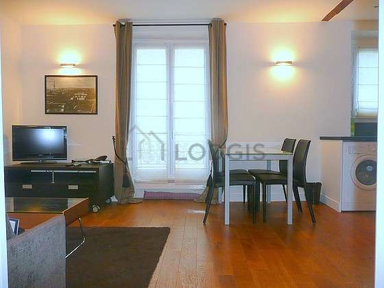 Living room furnished with 1 sofabed(s) of 140cm, tv, storage space