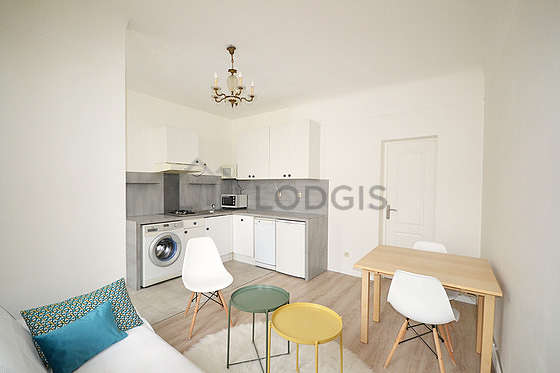 Kitchenopens on the living room with woodenfloor