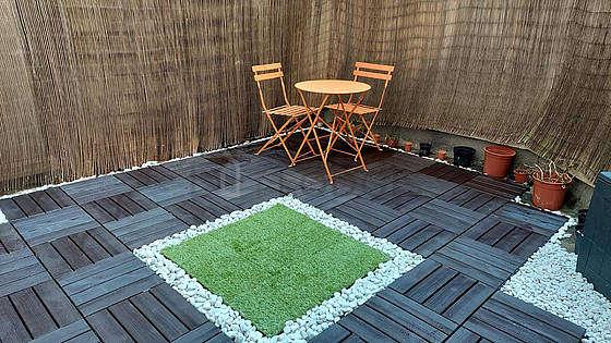 Terrasse très calme et très lumineuse avec du parquetau sol