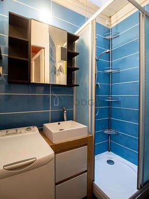 Beautiful bathroom with woodenfloor