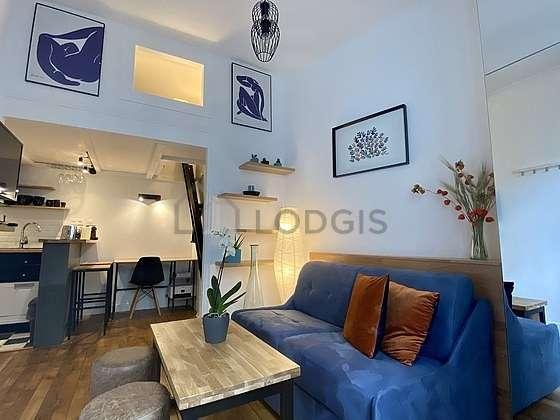 Séjour très calme équipé de 1 canapé(s) lit(s) de 120cm, 1 lit(s) mezzanine de 140cm, télé, penderie